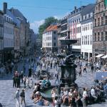 På Strøget i København er der masser af butikker, hyggelige spisesteder og meget mere