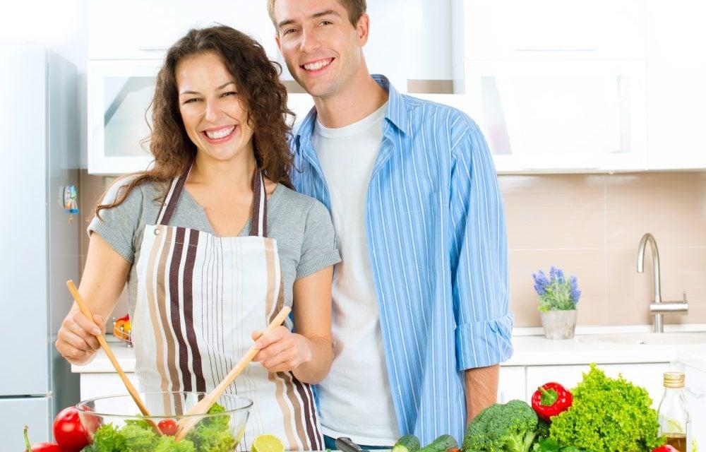 Sådan kan du sikre, at der er underholdning for alle i køkkenet