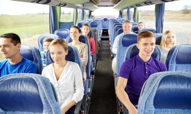 Arranger en spændende bustur for hele familien