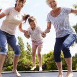 En trampolin er god underholdning for hele familien i årevis